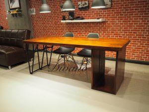 โต๊ะทำงานไม้