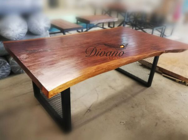 โต๊ะไม้แผ่นใหญ่